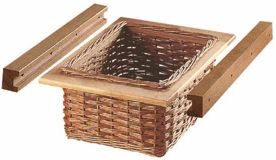 Wicker basket with runner